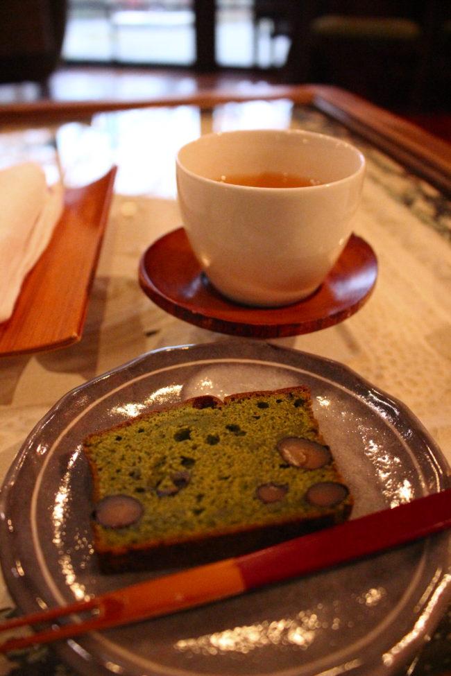 抹茶ケーキとお茶