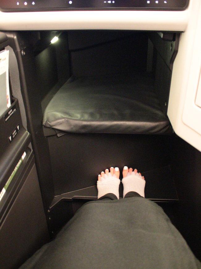 席の足元広々