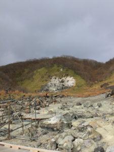 殺生石、沢山の岩