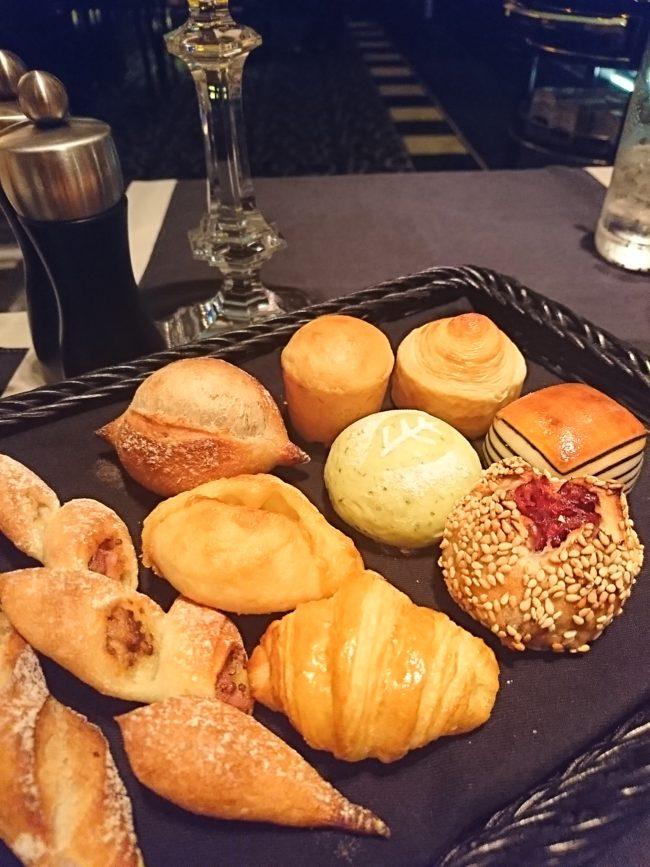 色々な種類のパン