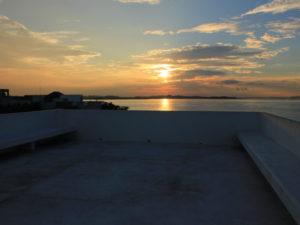 屋上と夕日