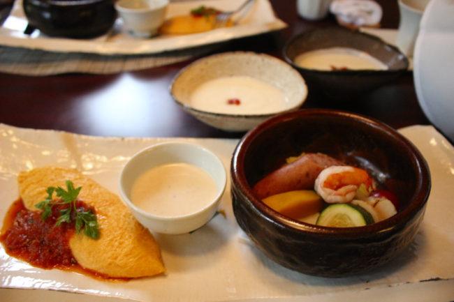洋食の朝ごはん、オムレツと野菜