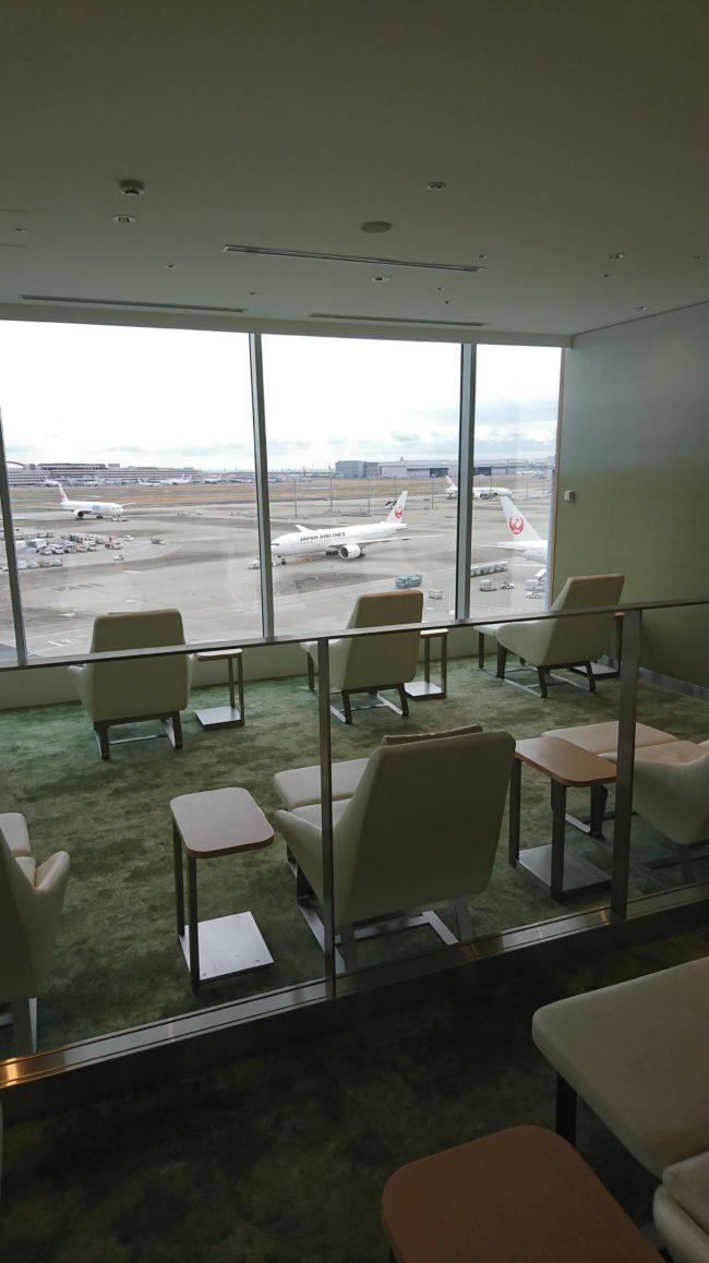飛行機を窓から眺められる席